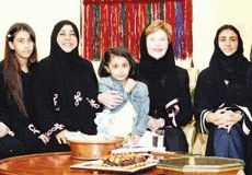 Laura Bush in a Saudi abaya - NOT photoshopped!