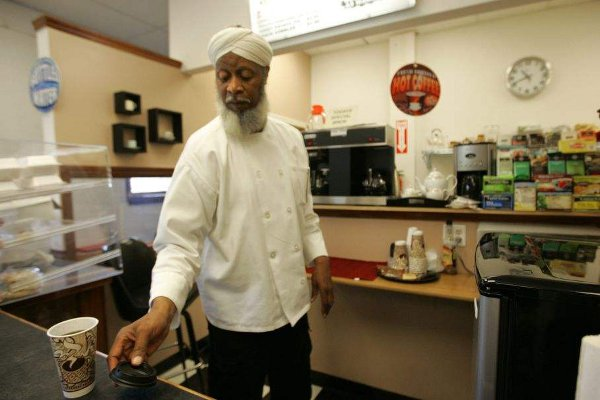 Al-Idu Al-Gaheem at Cup of Dreams coffee shop