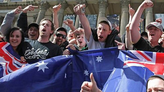 Melbourne: Anti-Islamic protesters attend what was to be a pro-Islamic rally