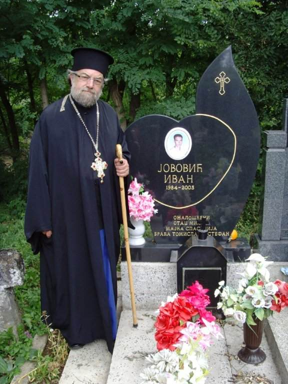 Fr. Nektarios Serfes at tomb of Ivan Jovović