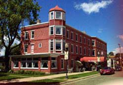 Small photo of historic Anderson House hotel in Wabasha