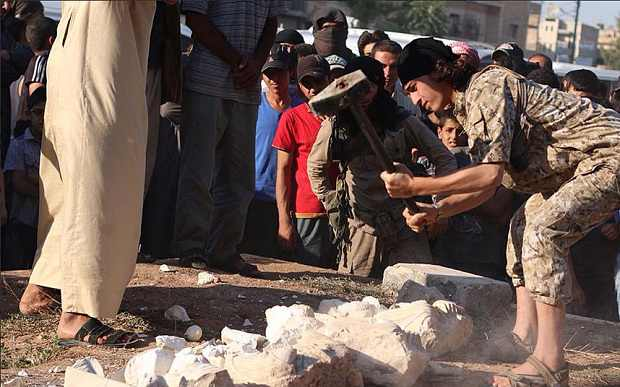 Palmyra: ISIS takes sledgehammer to ancient statues