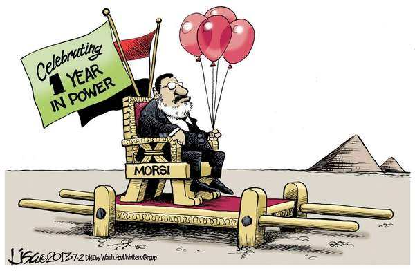 Morsi in sedan chair with no bearers, 'celebrating' 1 year in power