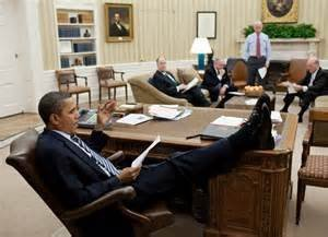 BHO with feet on Oval Office desk