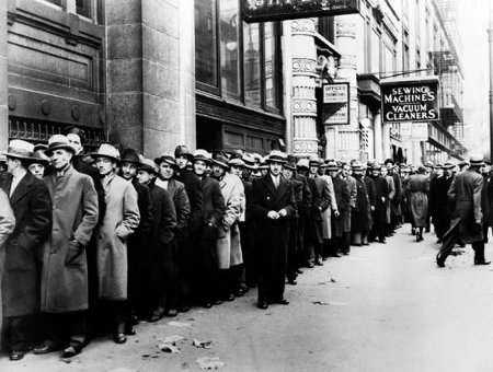 Line of unemployed in 1930s