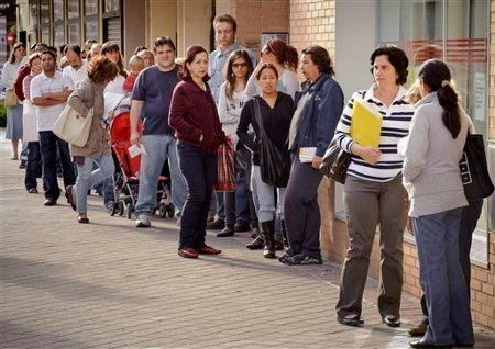 Line of unemployed in Spain in 2011